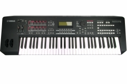Yamaha MOXF 6 Synthesizer Workstation + 1GB Yamaha FL1024M