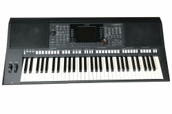 Yamaha PSR-S950 Entertainer Keyboard + Pedal